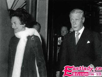 温莎公爵夫人珠宝拍卖会    最 字当头创纪录