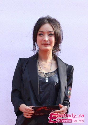 《宫》杨幂春季时尚打扮 引领流行风