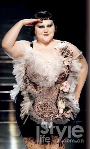 夏季重量级女生如何穿衣