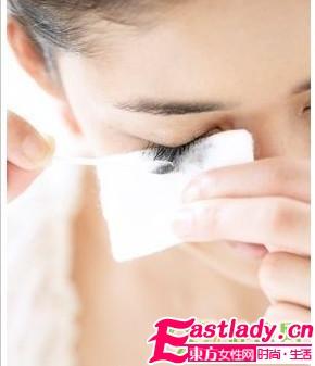 正确卸睫毛膏的方法是什么