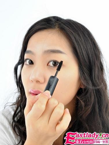 不同眼型如何选对睫毛膏