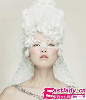 用梦幻白色打造纯净妆容
