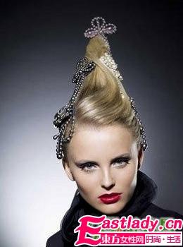 火炬盘发+珍珠发饰