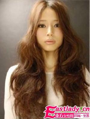 09秋季发型 时尚玩转大波浪