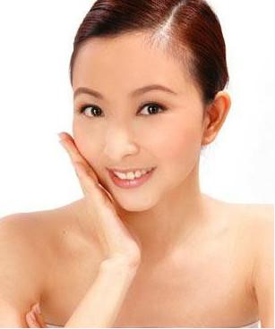 4个护肤小方法 皮肤显得光滑润泽
