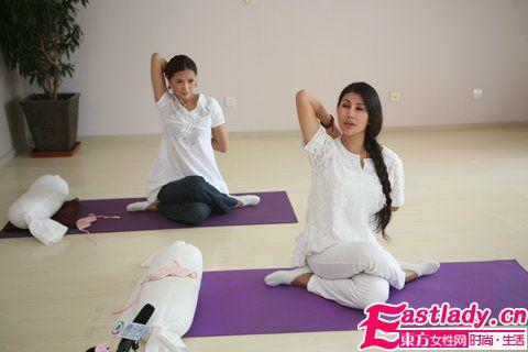 四式简单丰胸瑜珈姿势 塑造完美胸形