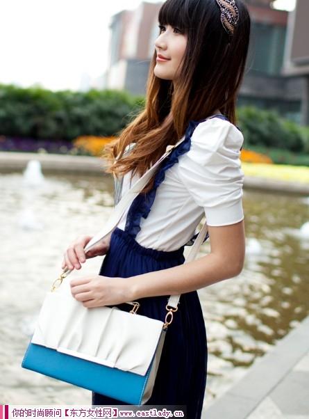 时尚女士包包可拎可背两用设计 让你的出行更加方便