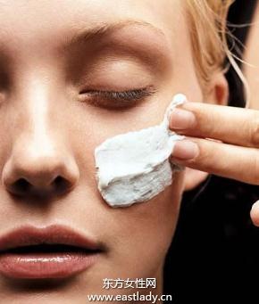 不同肤质肌肤面部清洁手法各不同