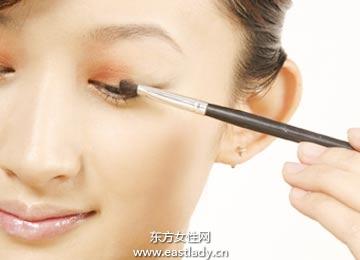 如何正确购买适合自己肤色的眼影