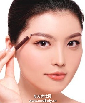 眉笔、眉粉、眉膏使用起来各有长短