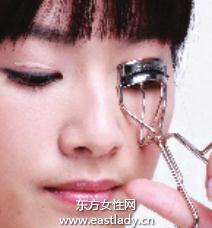 使用睫毛夹打造卷翘美睫