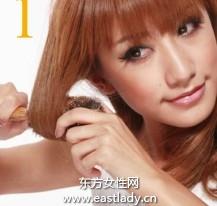 用卷发梳打理出蓬松卷发发型