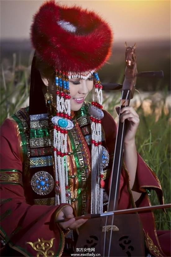 蒙古族婚纱照感受质朴的爱情