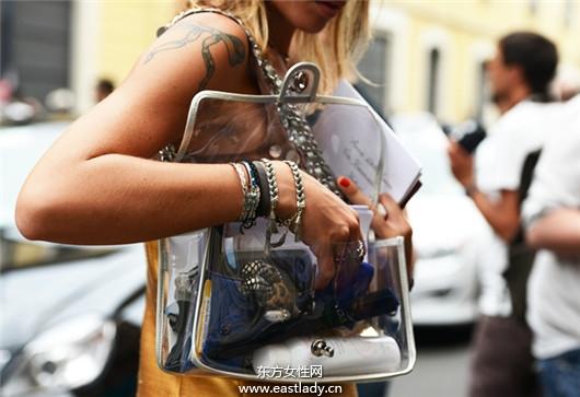 透明手拿包设计简洁明了富有创意