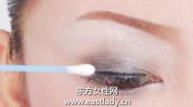 如何描画醉眼迷离的烟熏眼妆