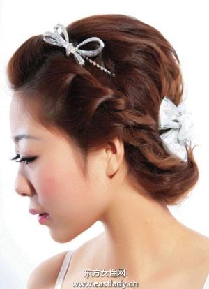 韩式盘发搭配蝴蝶结做性感美少妇