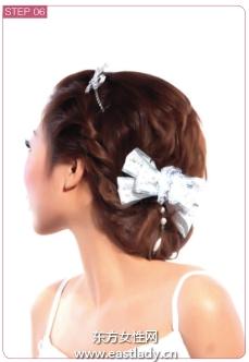 韩式编发发型搭配蝴蝶结很有甜美气质