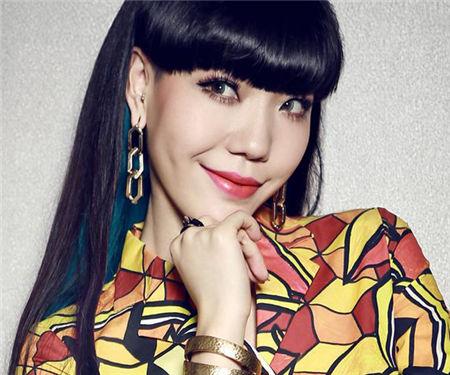 Jessie J沪上开唱吴莫愁同台飙歌