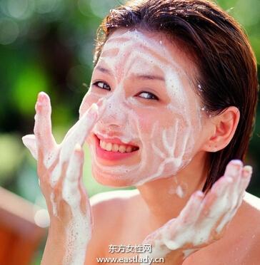 科学使用洗面奶保持肌肤活力