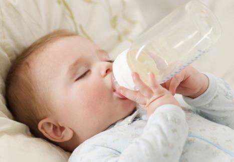 宝宝不爱喝水容易造成健康问题