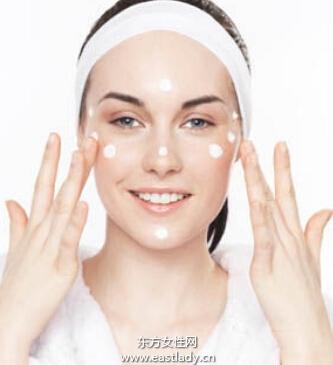 涂抹护肤品谨防过度按摩肌肤