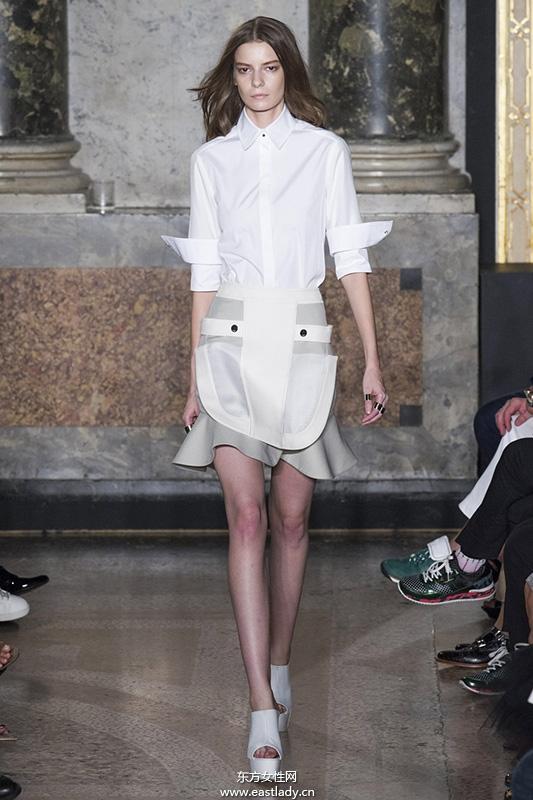 跟名模学穿衣 中性风格衬衫穿出时髦范