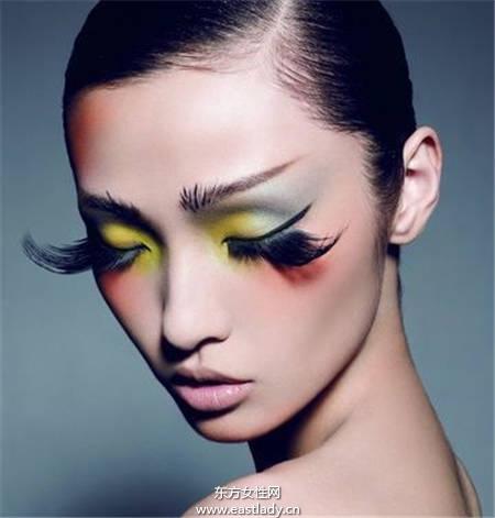 假睫毛胶水使用不当恐伤眼