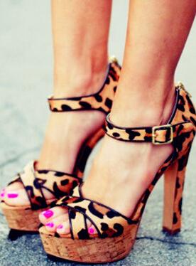 下盘粗壮的女人_高跟鞋 夏季女人穿高跟鞋健康吗 - 【东方女性网】