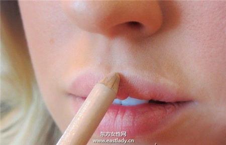 """跟韩妞偷学""""牛奶糖×蜜桃""""妆容 萌感十足"""