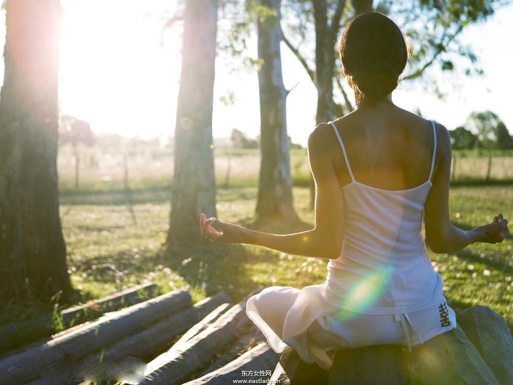 在家也能瘦肚子 6式瑜伽减肥小动作全搞定