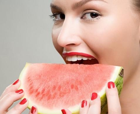 嗓子疼在饮食上注意什么 揭嗓子疼食疗偏方