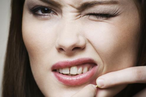 下巴长痘痘的原因有哪些 六大因素不容忽视