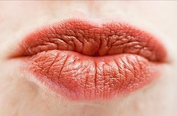秋冬季节嘴唇干裂怎么办