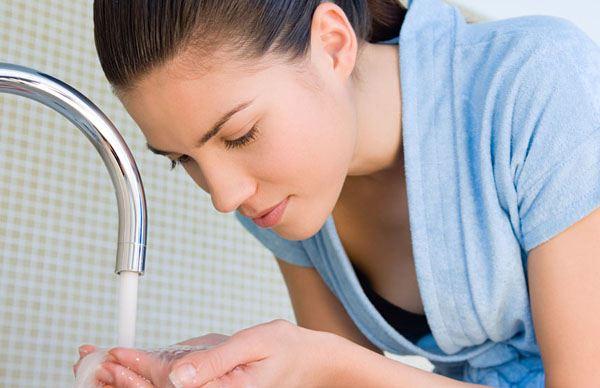 冷水热水洗脸的好处和坏处的详细介绍