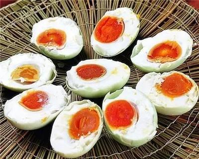咸鸡蛋的腌制方法,简单易学口感好