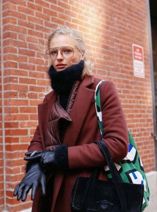 赶时髦的框架眼镜怎么戴 八个技巧要记好