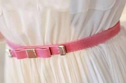 夏季连衣裙腰带的系法 教你如何系出小蛮腰