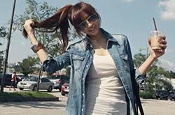 台湾美女时尚街拍秀 简约搭配也能潮感十足