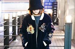 日韩时尚冬季街拍秀 复古风呢大衣让你养眼十足