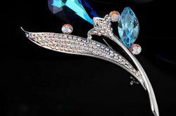 施华洛世奇精美水晶胸针 时尚优雅的不二之选