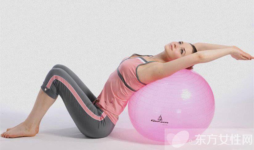 瑜伽健身球的玩法 这么锻炼即简单效果又好