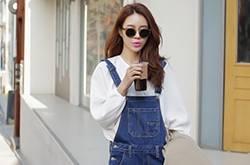 5款韩范背带裤搭配 穿出不一样的时尚气质