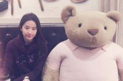刘亦菲晒素颜照 网友还以为是高中生