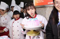 柳岩最新消息 空降蓝翔技校宣传王宝强新片
