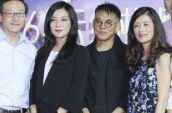 李连杰和赵薇合影 两鬓斑白显疲惫令人心碎