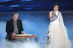 龚琳娜《静夜思》 盼中国音乐多中国元素