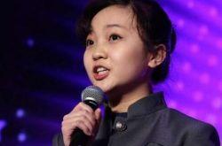 林妙可出席活动 助力儿童公益变成大姑娘