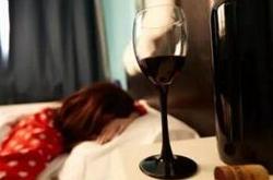 睡前喝红酒,睡前不宜喝!
