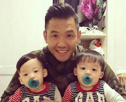 黑人与双胞胎儿子