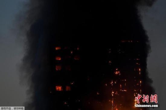 伦敦公寓大火:2人吸入浓烟送医 楼上民众尖叫求
